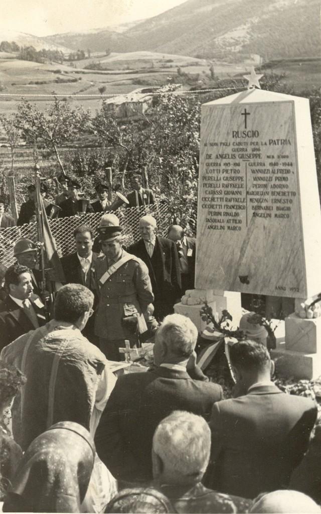 Commemorazione caduti.  Ruscio  1964