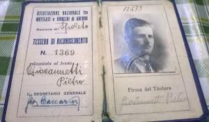 Tessera dell'Associazione Mutilati e Invalidi di Pietro Giovannetti. Foto dell'alunno Flavio Bonanno