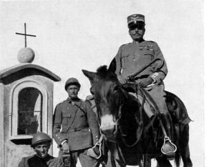 Il comandante Cadorna non disdegnava di utilizzare umili cavalcature per visitare le postazioni di alta montagna